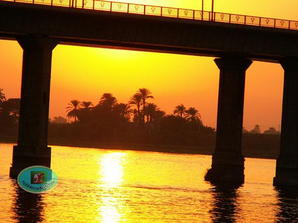 coucher de soleil sur le NIL à LOUXOR