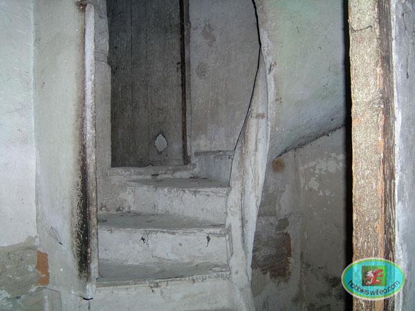 un escalier  coli  maçon..